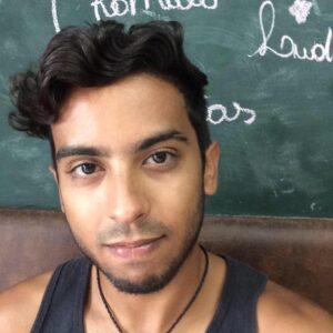lucas diniz 28 anos. estudante de letras da ufc