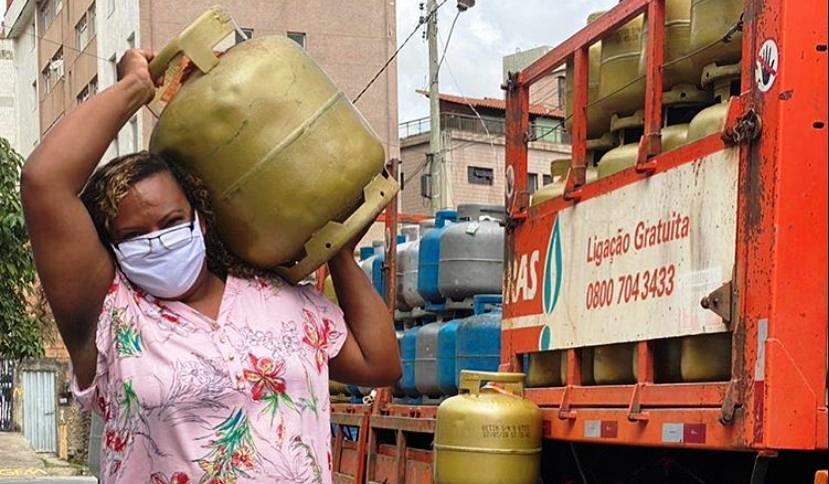 30 mil famílias de favelas recebem botijões de gás em ação da Cufa; 900 só em Fortaleza