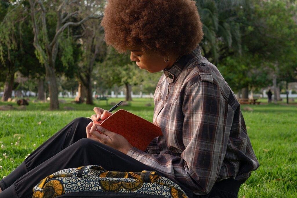 Cursos online promovem história e cultura africanas a partir de Angela Davis, Malcolm X, Abdias e muito mais