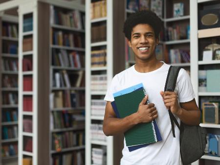 Ambev abre vagas de estágio exclusivas para universitários negros