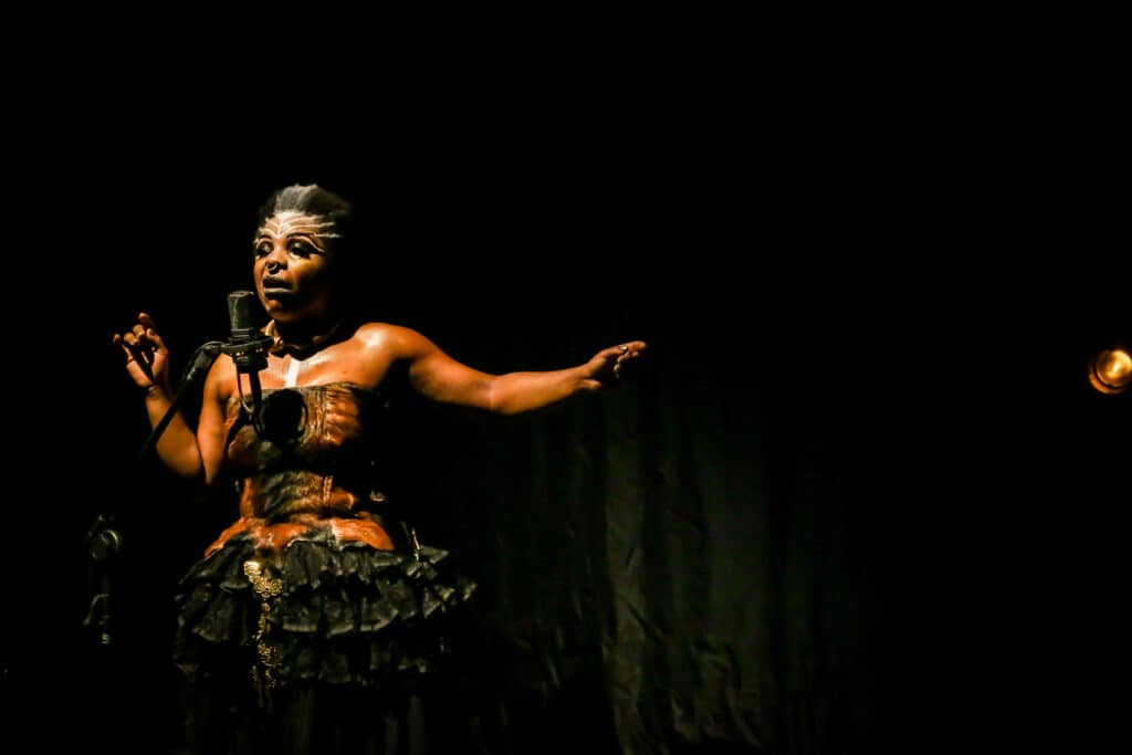 Medeia Negra Marcia Limma ..