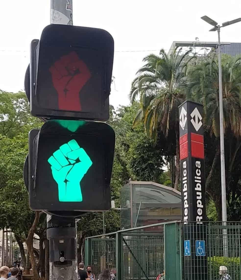 Semáforos de SP visibilizam Consciência Negra