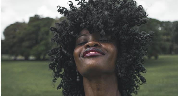 Curso oferece 100 bolsas de estudo em inglês afrocentrado