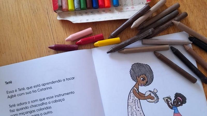 Livro infantil para colorir traz desenhos de mulheres negras