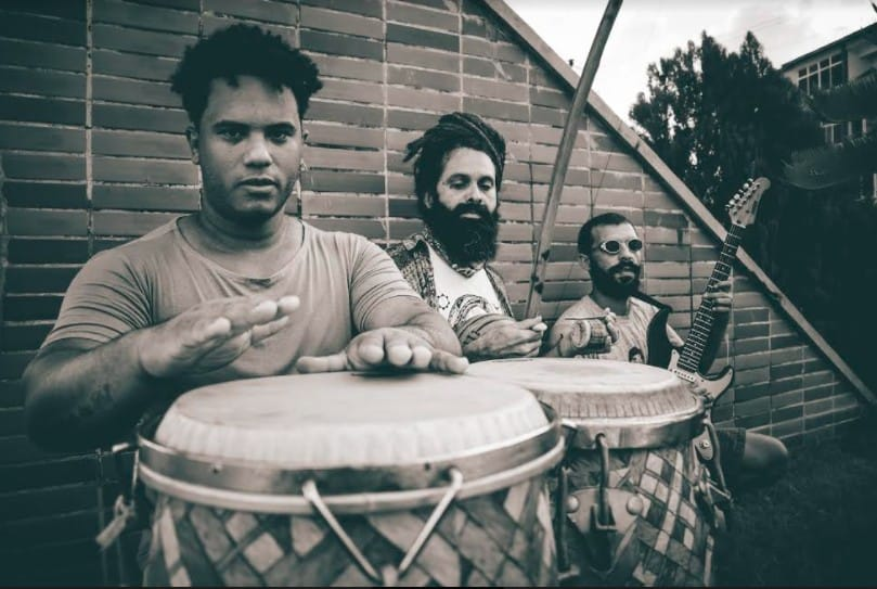 Trio regional canta as tradições da cultura nordestina afro-indígena