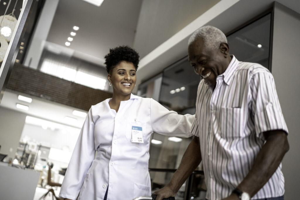 AfroSaúde: Plataforma gratuita com profissionais negros começa a operar no Brasil